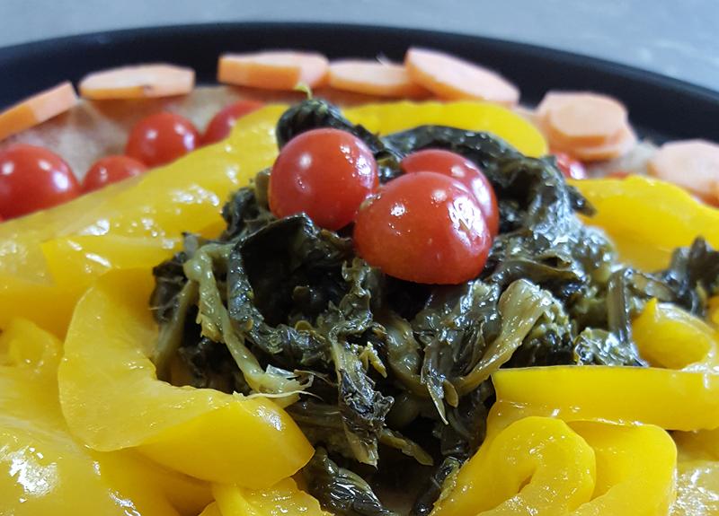 Pizza di quinoa multicolor alle verdure
